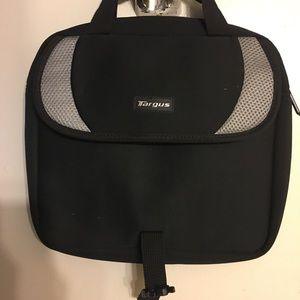 Targus Accessories - Targus bag can hold a lot cute padded tablet size